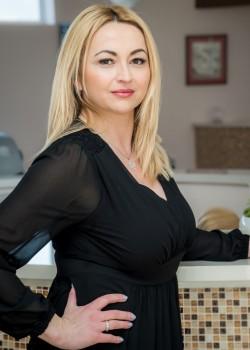 Jasna Peričić, direktor tvrtke, majstor frizer,Schwarzkopf professional edukator (TTT), make- up artist